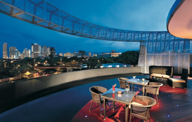 Halo-Bar-at-Wangz-Hotel-in-Singapore-665x423-1