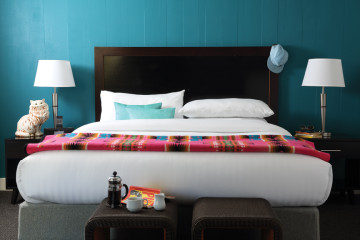 SAN FRAN PHX Guestroom King 360x240